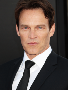 stephen-moyer-175350_768x1024